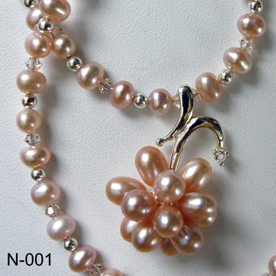 Fresh water pearls necklace